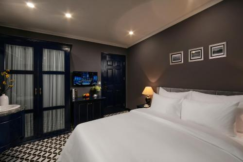 A bed or beds in a room at Matilda Boutique Hotel & Spa