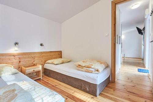 A bed or beds in a room at Metropolis Domki