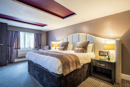 A bed or beds in a room at Clarion Hotel Newcastle South