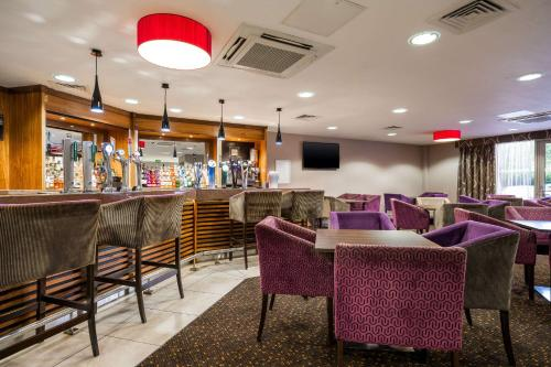 The lounge or bar area at Clarion Hotel Newcastle South