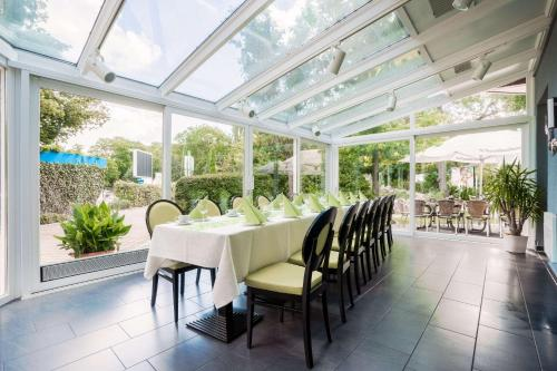 A restaurant or other place to eat at Quality Hotel am Tierpark