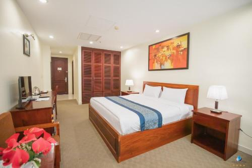 A bed or beds in a room at Vientiane Plaza Hotel