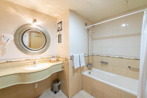 A bathroom at Crystal Plaza Hotel