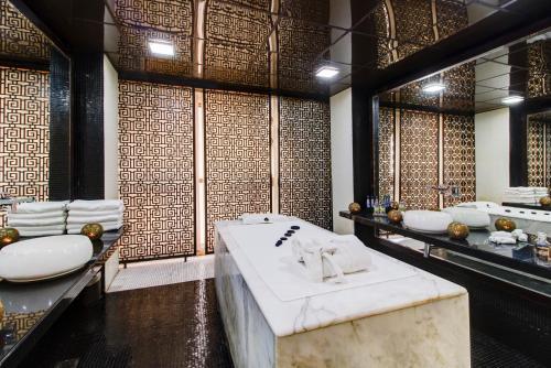 A bathroom at Narcissus Hotel and SPA Riyadh