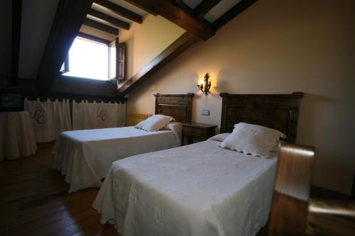 A bed or beds in a room at Posada La Colodra