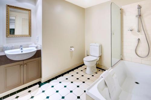 A bathroom at Heritage Christchurch