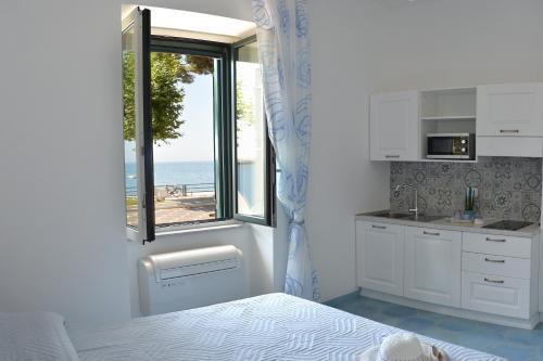 A kitchen or kitchenette at Una Finestra sul Mare