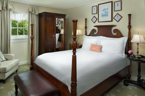 A bed or beds in a room at The Carolina Inn, a Destination by Hyatt Hotel