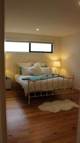 A bed or beds in a room at kanburra house