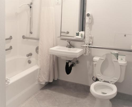 A bathroom at Idaho Inn