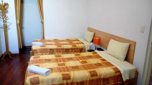 A bed or beds in a room at Hotel Pradera Verde Inn
