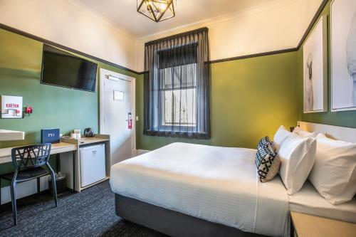 A bed or beds in a room at Nightcap at Exeter Hotel