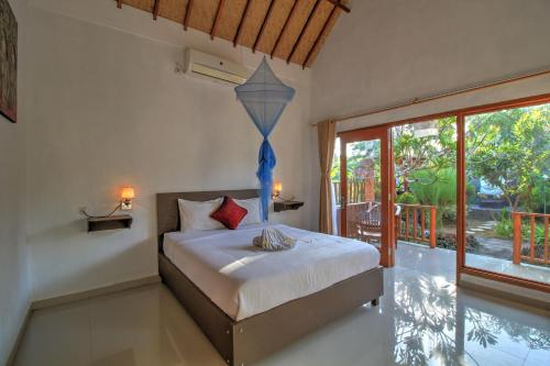 A bed or beds in a room at Saren Villa