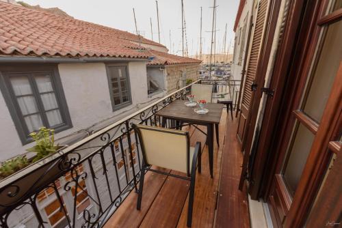 A balcony or terrace at Guarda il porto