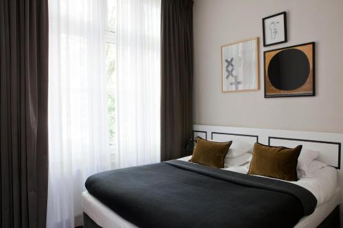 A bed or beds in a room at Morgan & Mees
