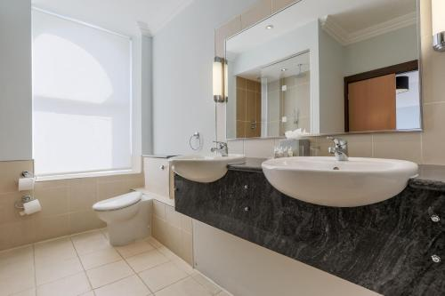 A bathroom at Claremont Hotel