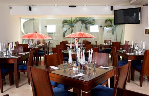 A restaurant or other place to eat at Atlantis Plaza Hotel