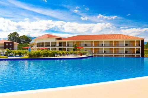 The swimming pool at or near Hotel Campestre las Camelias