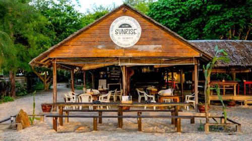 Ein Restaurant oder anderes Speiselokal in der Unterkunft Adang Sea Divers & Eco Lodge