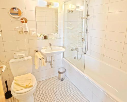 A bathroom at Hotel Waldachtal