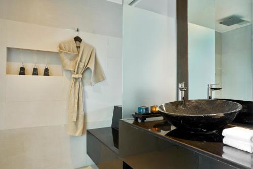 A bathroom at Anantara Bophut Koh Samui Resort
