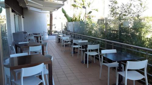 Un restaurante o sitio para comer en Avent Verahotel