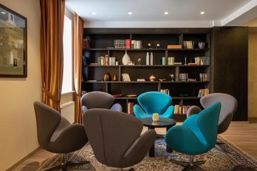 The lounge or bar area at Kreutzwald Hotel Tallinn