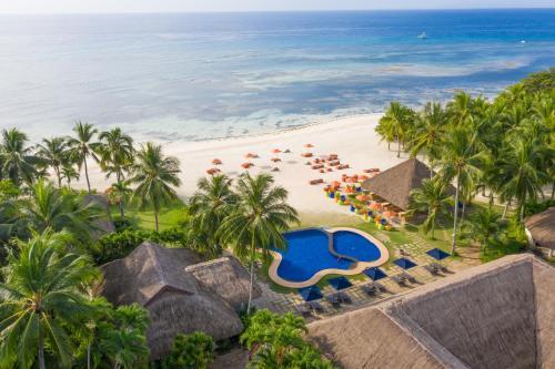 En udsigt til poolen hos South Palms Resort Panglao eller i nærheden