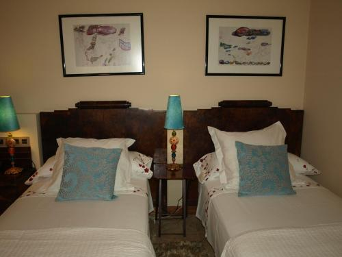 A bed or beds in a room at Hotel Rural Las Águedas