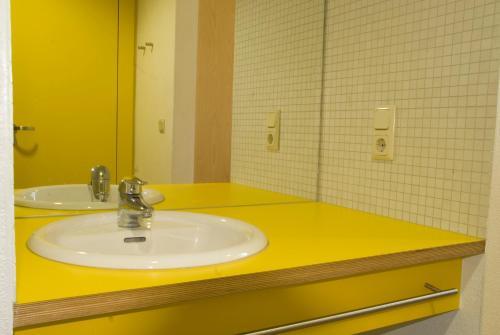 A bathroom at Youth Hostel Echternach