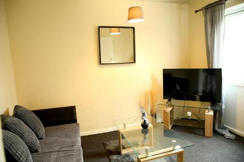 A television and/or entertainment center at Central Luton Cozy Home