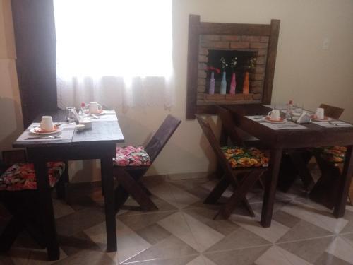 A restaurant or other place to eat at Luar de Minas suites