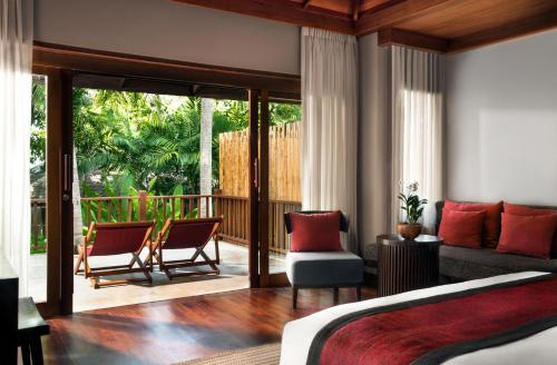 A seating area at Anantara Rasananda Koh Phangan Villas - SHA Plus