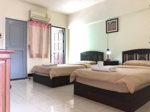 A bed or beds in a room at Sripoom House 1