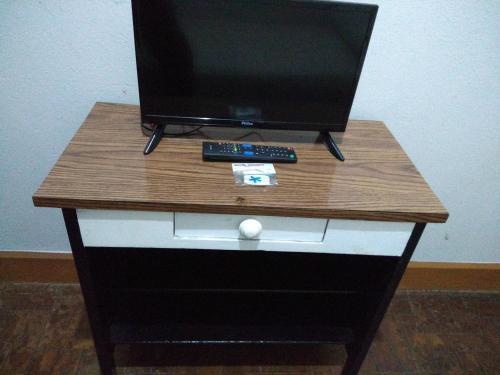 Uma TV ou centro de entretenimento em Hotel Triunfo