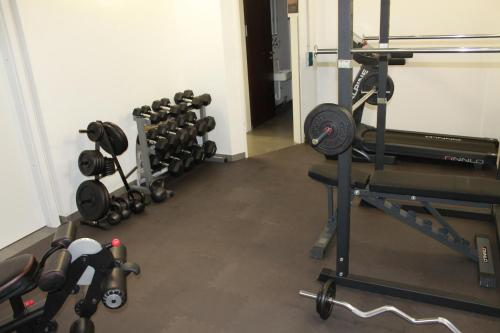 Het fitnesscentrum en/of fitnessfaciliteiten van Prime 20 Serviced Apartments