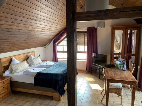 Ein Bett oder Betten in einem Zimmer der Unterkunft ST Michael Atrona GmbH