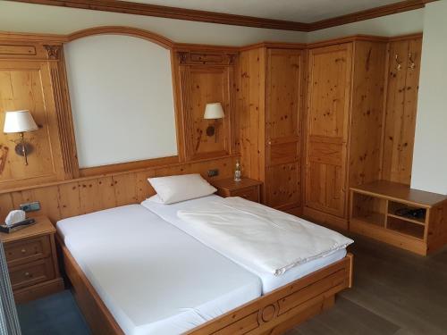 Ein Bett oder Betten in einem Zimmer der Unterkunft Landhotel zum Plabstnhof Garni