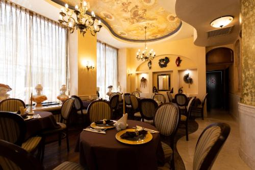 A restaurant or other place to eat at Hotel Venezia by Zeus International