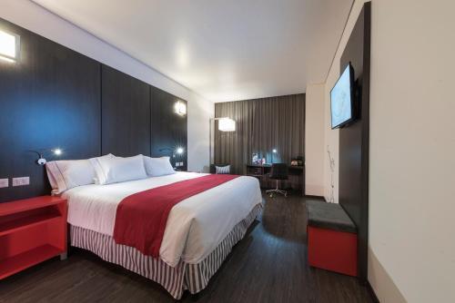 Cama o camas de una habitación en Ramada Encore by Wyndham Puebla
