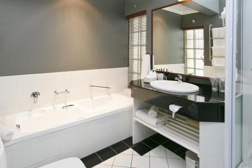 A bathroom at Rosenhof Country House