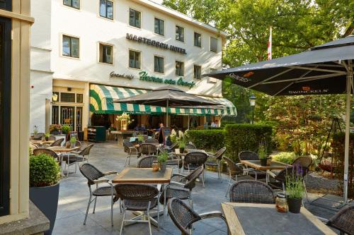 A restaurant or other place to eat at Parkhotel Mastbosch Breda