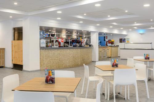 Een restaurant of ander eetgelegenheid bij Hotel Playasol Riviera