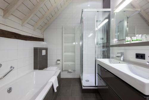 A bathroom at Hotel Winselerhof