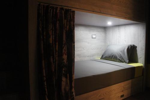 Кровать или кровати в номере Marina Square Hostel