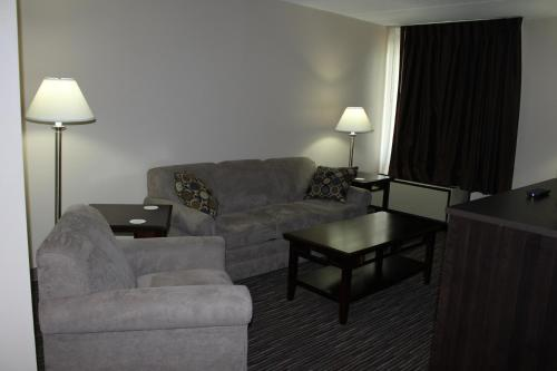 A seating area at Travelodge by Wyndham Little Falls