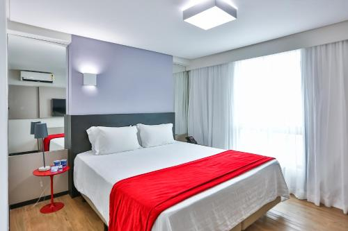A bed or beds in a room at Ramada by Wyndham Recife Boa Viagem