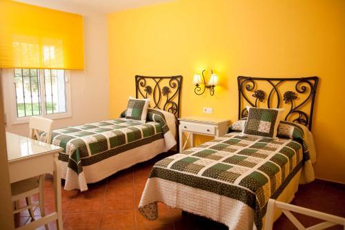 Cama o camas de una habitación en Hostal Los Pinos