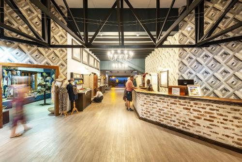 Hall ou réception de l'établissement Gondwana Etosha Safari Lodge