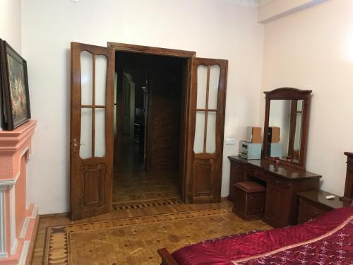 Uma TV ou centro de entretenimento em Sahil Boulevard Apartament